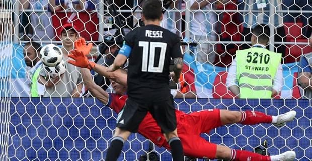Arjantin'i Messi yaktı!