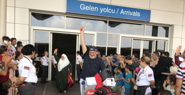 Antalya'da ilk hac kafilesi döndü