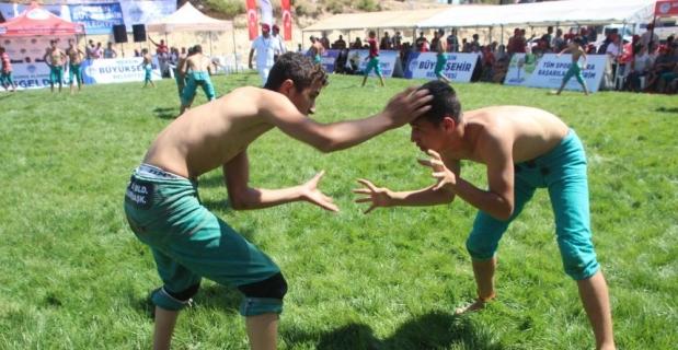 Mersin'de 5. Geleneksel Karakucak Güreşleri gerçekleştirildi