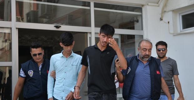 Mersin'de gasp iddiasıyla aranan 2 zanlı yakalandı