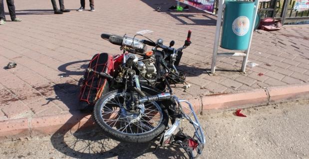 Adana'da otomobille motosiklet çarpıştı: 2 yaralı