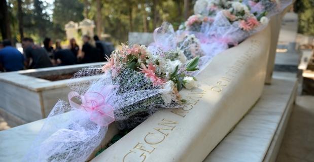 Kadın basketbolculardan Özgecan'ın mezarına ziyaret