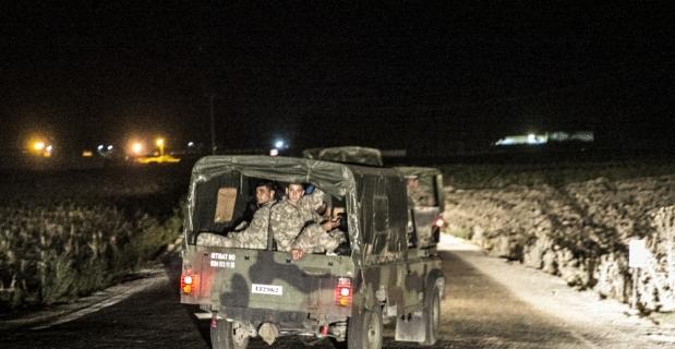 Komandolar Suriye sınırında