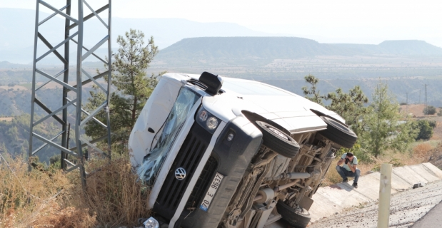 Mersin'de cenazeden dönenleri taşıyan minibüs devrildi: 1 ölü, 6 yaralı