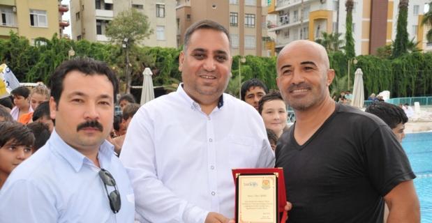 Tarsus'ta yüzme kursunu tamamlayanlara sertifika