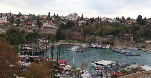 Antalya'da tur teknelerinde plaka dönemi