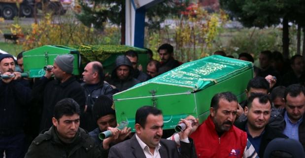 Eşi tarafından vurulan kadınla oğlunun cenazeleri defnedildi