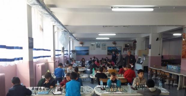 Küçük satranççılar birincilik için yarıştı