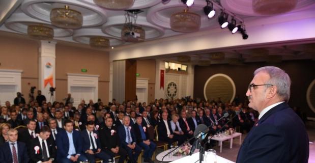 Vali Karaloğlu, AOSB'nin ödül törenine katıldı