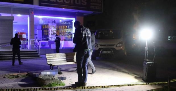 Adana'da kaldırımda ceset bulundu