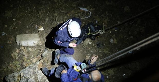 Antalya'da falezlerden düşen kişiyi itfaiye kurtardı