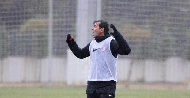 Antalyaspor, yağmur altında çalıştı