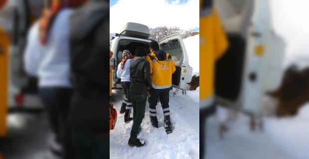 Astım hastası kar ambulansıyla hastaneye götürüldü