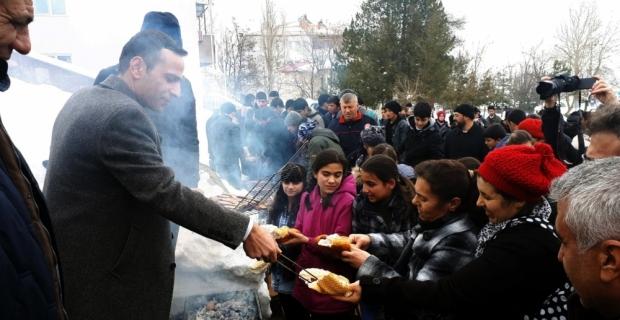 Kar üstünde sucuk ekmekli karne töreni