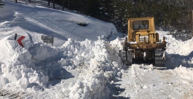 Karda mahsur kalan iki kişi kurtarıldı