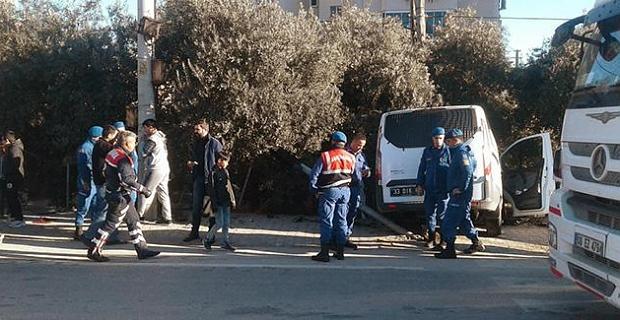 Mersin'de askeri minibüs ile otomobil çarpıştı: 5 yaralı