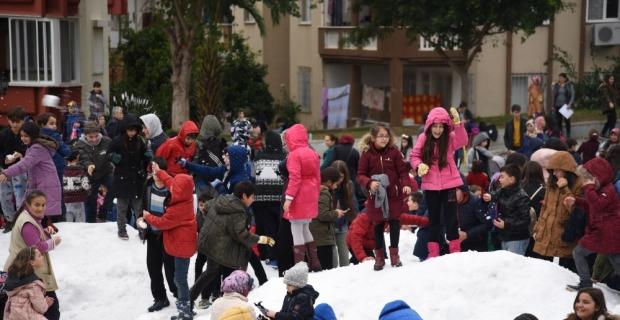Mersin'de öğrencilere kar sürprizi