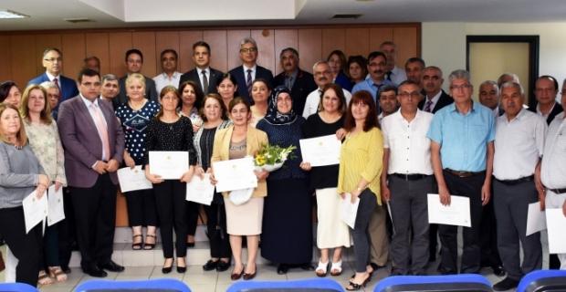 Adana'da adliye çalışanlarına 25'inci yıl tebrik belgesi