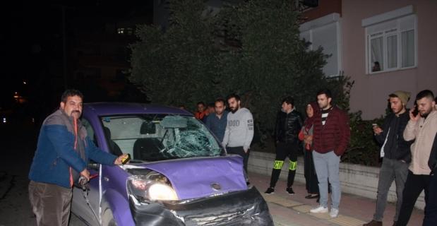 Antalya'da hafif ticari araçla çarpışan motosikletin sürücüsü öldü