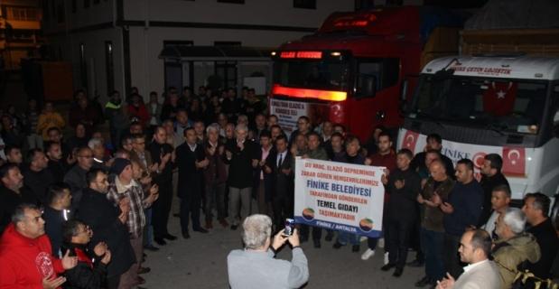 Antalya'dan depremzedeler için toplanan yardım malzemeleri gönderildi