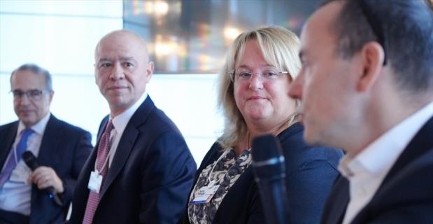 Koç Holding Üst Yöneticisi Çakıroğlu, Davos'ta dijital dönüşümü anlattı