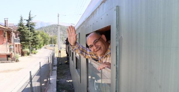 Atatürk'ü 100 yıl önce Pozantı'ya getiren buharlı kara tren yeninden Pozantı'da