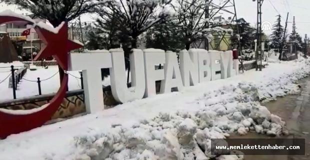 Adana'nın Tufanbeyli ilçesinde kar yağışı sürüyor