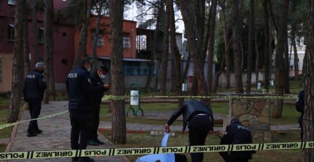Adana'da parkta silahla vurulmuş erkek cesedi bulundu