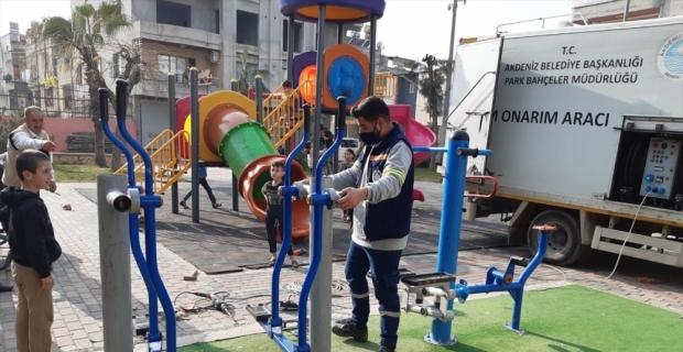 Akdeniz Belediyesi ekipleri parklarda bakım ve onarım yaptı