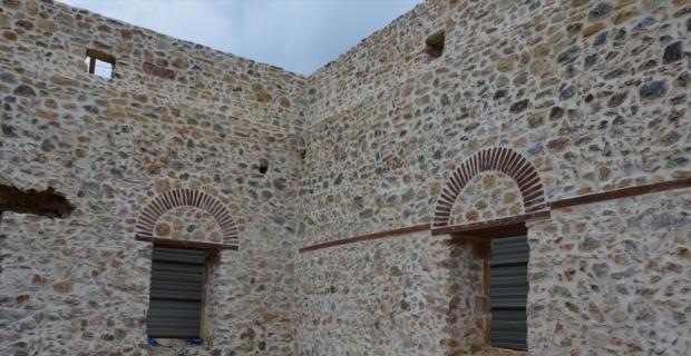 Alanya'daki tarihi caminin restorasyonu sürüyor