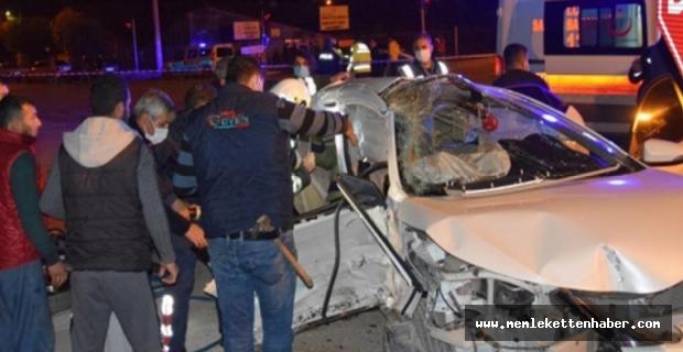 Antalya'da 3 kişinin öldüğü, 4 kişinin yaralandığı trafik kazası kameraya yansıdı