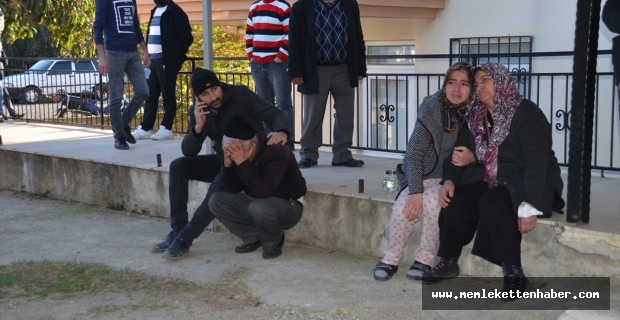 Antalya'da bir çift, evlerinin yanmasını gözyaşlarıyla izledi