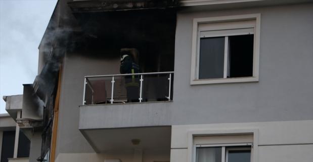 Antalya'da iki evde çıkan yangın itfaiye ekipleri tarafından söndürüldü