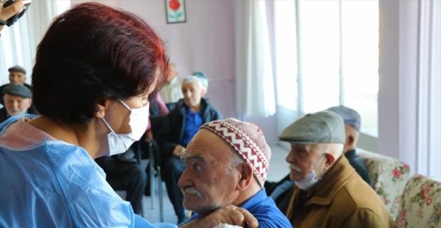 Burdur'da huzurevinde Kovid-19 aşısı uygulaması başladı