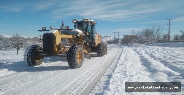 Gaziantep ve Malatya'da karla mücadele çalışmaları sürüyor