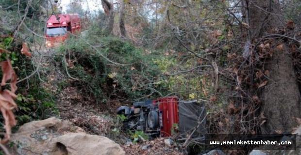 Gazipaşa'da muz yüklü kamyonet devrildi: 3 yaralı
