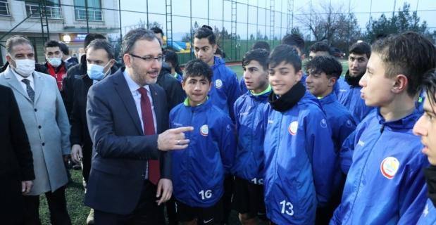 Gençlik ve Spor Bakanı Kasapoğlu, Tillo ve Baykan ilçelerini ziyaret etti
