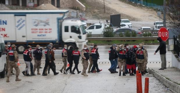 GÜNCELLEME - Hatay ve Antalya'da uyuşturucu operasyonunda yakalanan 13 zanlıdan 6'sı tutuklandı