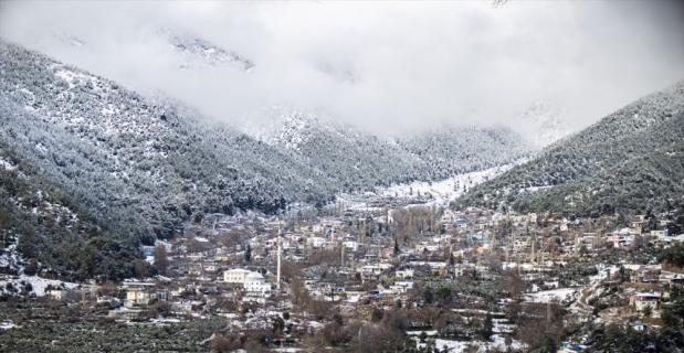 Hassa ilçesinde kar yağışı etkili oldu
