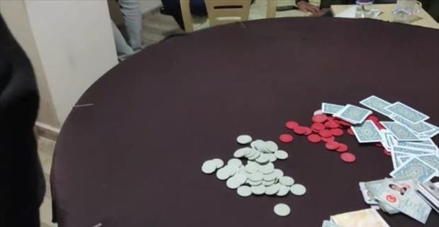 Hatay'da evde kumar oynayan 16 kişiye, 75 bin 544 lira ceza verildi