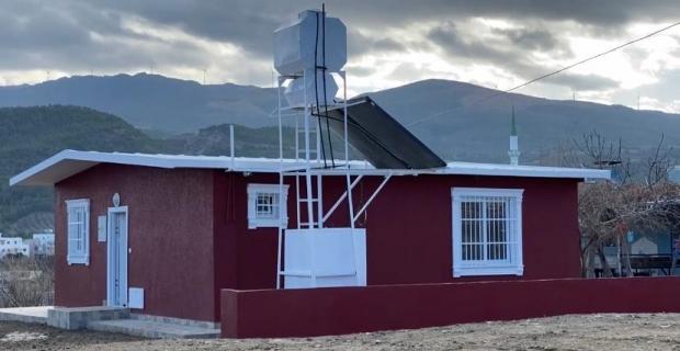Hatay'da fırtına mağduru aileye yeni ev yapıldı