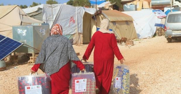 İHH tarafından İdlibli ailelere gıda kolisi ve battaniye dağıtıldı