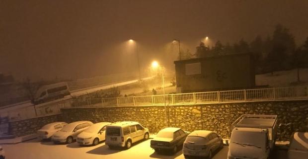 Malatya kent merkezine mevsimin ilk karı düştü
