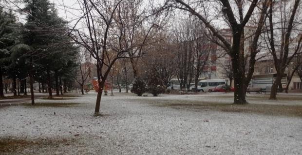 Malatya'nın yüksek kesimlerinde kar yağışı etkili oluyor