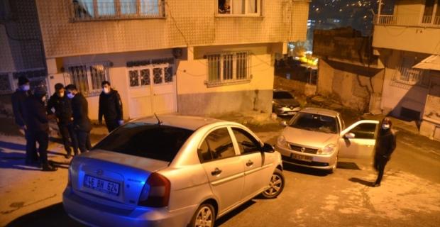 Sivil polislerin önünü kesip kendisini polis olarak tanıtan kişi tutuklandı