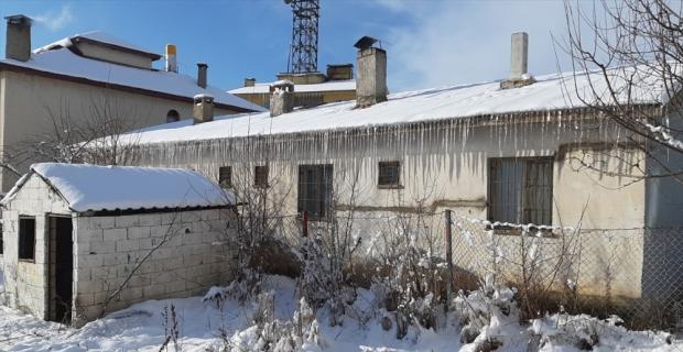 Tufanbeyli'de soğuk hava hayatı olumsuz etkiledi
