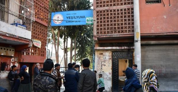 Adana'da ilkokulun yıkılan avlu duvarının altında kalan çocuk yaşamını yitirdi