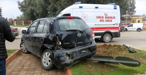 Adana'da trafik kazasında 2'si polis 3 kişi yaralandı