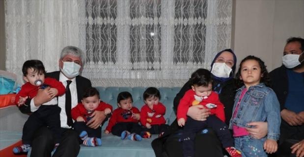 Aile, Çalışma ve Sosyal Hizmetler Bakanı Selçuk, Hatay'daki beşiz bebek sahibi aileyi ziyaret etti