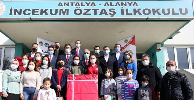 Alanya'da atık pil toplama kampanyasında dereceye girenlere ödülleri verildi